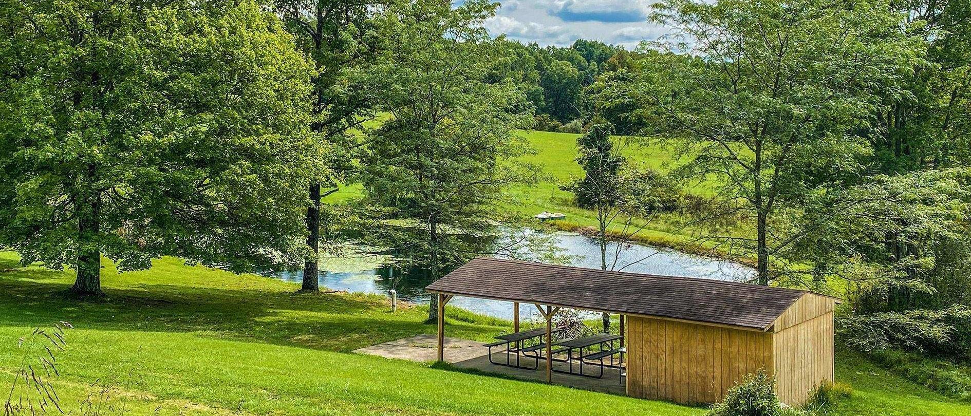Hocking Hills Cabin with Pond